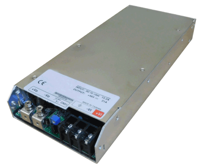 DC/DC converter 24V naar 24V 1000W, 40A, geisoleerd, aanzicht linksvoor